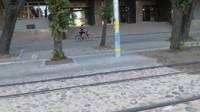 Saduras vieglais auto un tramvajs