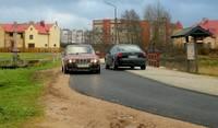 Pēc asfaltēšanas brauktuve kļūst šaurāka