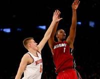 """Porziņģim piezīmju nasta un 11+8, """"Knicks"""" atkal piekāpjas """"Heat"""""""