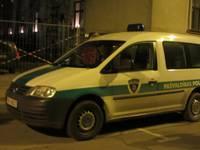 Policijas meklētais reibumā uzmācas līdzcilvēkiem