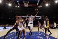 """Papildināts – Porzinģim """"double-double"""" """"Knicks"""" uzvarā pār """"Lakers"""""""