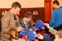 Latvijas izlases hokejisti viesojas internātpamatskolā