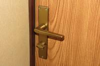 Jāuzlauž durvis aizmirstas plīts dēļ