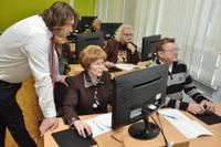 Datora un interneta prasmes apguvuši 158 seniori