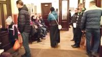 Papildināts (12:30) – Lai pieteiktu pirmklasnieku, rindā stāv piecas stundas; plāno reģistrāciju elektroniski