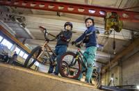 Aug daudzsološa BMX frīstaila paaudze