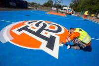 Porziņģa dāvinātais basketbola laukums iegūst krāsas