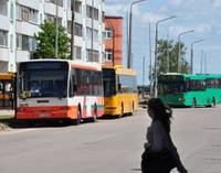 Sabiedriskajā transportā viens svīst, cits – saaukstējas
