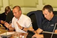 Domes ārkārtas sēdē lemj par J.Hadaroviča atlaišanu; vicemērs amatu saglabā