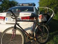 Skurbulī vada gan velosipēdu, gan auto
