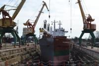 """Tiesā prasa """"Tosmares kuģubūvētavas"""" maksātnespēju"""