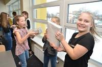 5. vidusskolas skolēni un darbinieki pārnes 7000 grāmatu