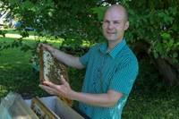 Bišu saimes uzaudzē spēku
