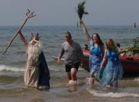Spēkojas ar Neptūnu un brauc jūriņā