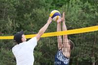 Turpinās pludmales volejbola cīņas