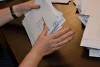 Strādāt vēlēšanu iecirknī pat jāpierunā. Dienvidkurzemes novadā vēlētājiem būs atvērti 27 iecirkņi