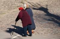 Valdība atbalsta vienreizēja 200 eiro pabalsta piešķiršanu pensionāriem un personām ar invaliditāti