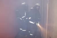 Dzīvoklī izceļas ugunsgrēks, cilvēki evakuējas