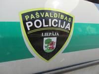 Pašvaldības policija Liepājā pieķer gados jaunu kuģa apķēpātāju