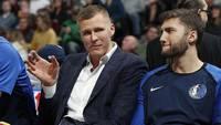 """Porziņģisceļgala sāpju dēļ nepiedalās spēlē; """"Mavericks"""" zaudē """"Thunder"""""""