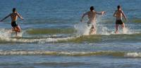 Liepājas pludmalē atpūtnieki šogad kļuvuši apzinīgāki