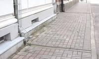Uzlabojot vides pieejamību, Liepājā likvidē daļu lietus ūdens tekņu