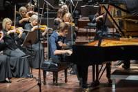Paliec mājās: tiešsaistē – Liepājas Simfoniskā orķestra sezonas noslēgums un labdarības koncerts