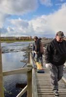 Apmeklētājiem atkal pieejama pastaigu laipa Liepājas ezerā