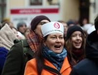 Reģionālās reformas pretinieki pie Saeimas saplūst ar mediķu piketa dalībniekiem