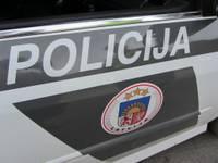Sievietei izkrāpj automašīnu; vainīgais tajā pašā dienā noķerts, braucot bez tiesībām un alkohola reibumā