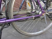 Sadursmē ar automašīnu traumas gūst velosipēdiste