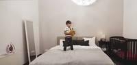 Cik droši ir vecākiem naktī gulēt vienā gultā ar bērnu?