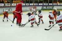 """Jaunie hokejisti aizvada tradicionālo turnīru """"Amber Puck Christmas Cup"""""""