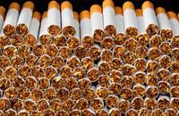 Vīrieti, kurš bēga no policijas, pieķer ar 100 000 nelegālo cigarešu