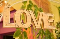 Valentīna dienā izpērk rozes un rezervē galdiņus restorānos