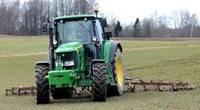Brīdina lauksaimniekus par traktortehnikas un ķimikālijas zādzību riskiem