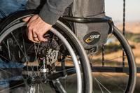 Ģimenēm, kuras audzina bērnus ar invaliditāti, būs pieejams aprūpes pakalpojums