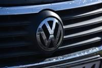 """Vecpils pagastā automašīna """"Volkswagen"""" iebrauc grāvī; šoferis reibumā un bez tiesībām"""