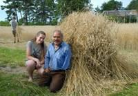 Uz neparastu talku Grobiņas pagastā aicināja Andris Leimants ar meitu Arnitu