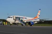 """Liepājas lidosta apkalpo lidmašīnu """"Boeing 737-800"""""""