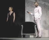 """Liepājas teātra skatītājiem beidzot parāda jau pavasarī plānoto izrādi """"Saviļņojums"""""""