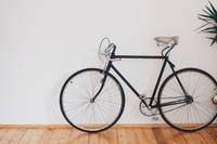 Pa kāpņu telpām turpina sirot velosipēdu zagļi