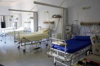 Slimnīcās esošo Covid-19 pacientu skaits pirmo reizi pārsniedzis 500