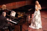 """Izskanējis Elīnas Garančas solokoncerts koncertzālē """"Lielais dzintars"""""""