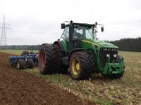 Dunalkā nozagts traktors un miglotājs
