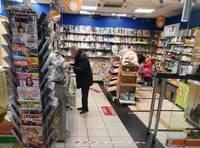 Bez maskas veikalā iet nedrīkst, taču ar kontrolēšanu pagaidām nevedas
