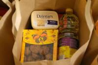 Kādus produktus var atrast Liepājas skolēnu pārtikas pakās?