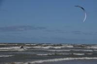 Kurzemes rietumu piekrastē izsludināts dzeltenais brīdinājums par stipru vēju