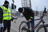 Liepājā rūpējas, lai riteņbraucēji būtu redzami arī tumsā