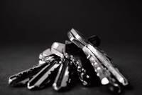 """""""Covid-19"""" sit pa atslēgu ražotājiem"""